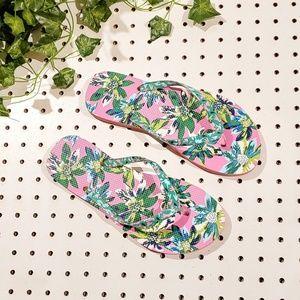 New Vera Bradley Floral Tropical Flip Flops